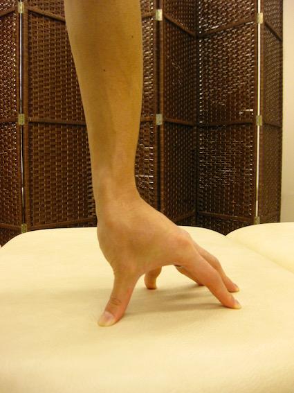 ばね指・腱鞘炎・指先をつく